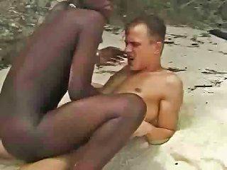 Hairy African Girl Fuckin Euro Guy In Beach